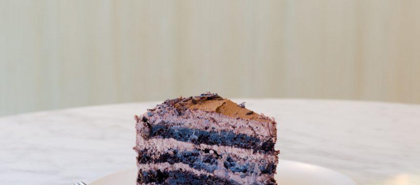Biszkopt czekoladowy – podstawa wielu pysznych ciast