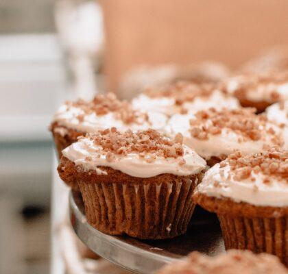 Muffiny z nadzieniem z białej czekolady i orzechów