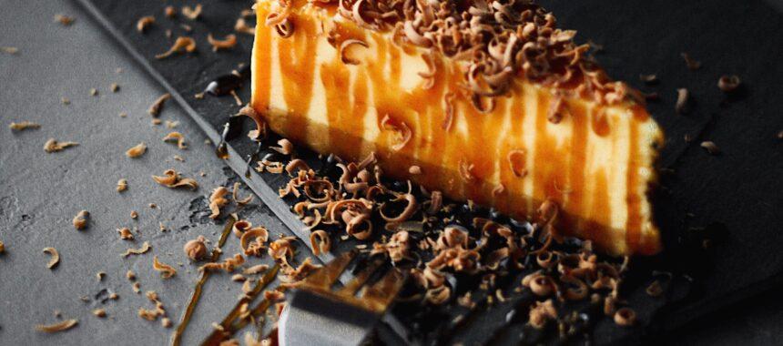 Sernik czekoladowy bez pieczenia – jak go zrobić?