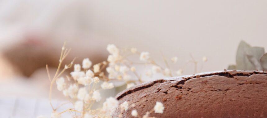 Jak zrobić intensywnie czekoladowe ciasto z czekolady?