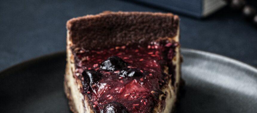 Biało-czarne ciasto czekoladowe z serem – przepis