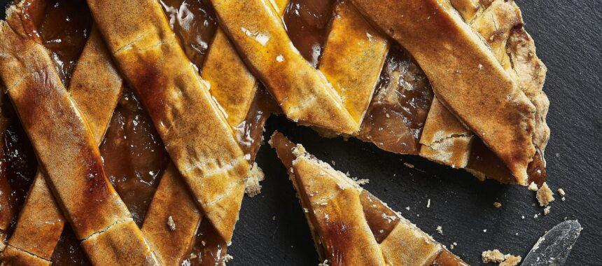 Ciasto czekoladowe z jabłkami, którego trzeba spróbować – przepis